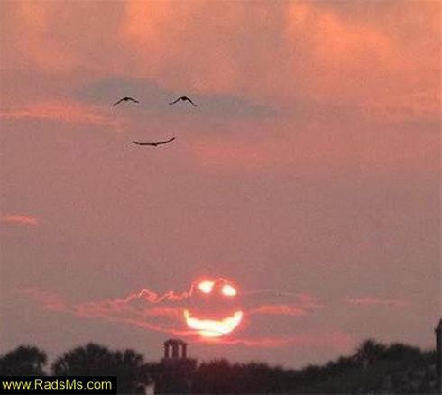 آسمان به زمین لبخند زد